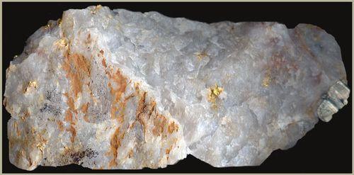 Золото в камнях