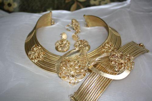 Золотой комплект украшений